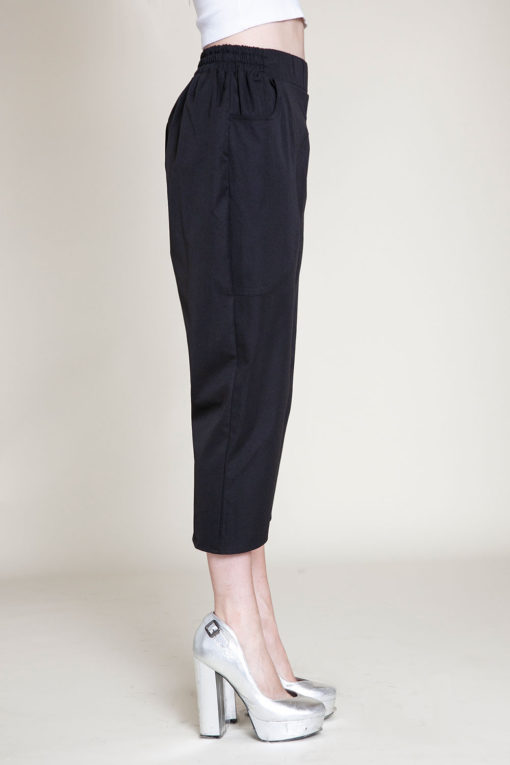 black cropped pants- side