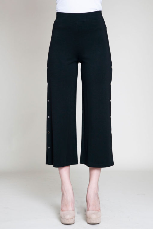 snap side black cropped pants- front