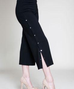 snap side black cropped pants- side