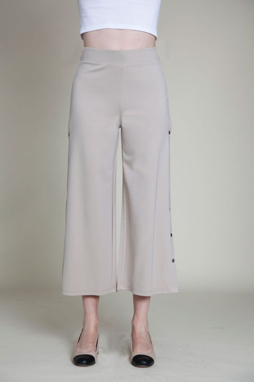 snap side khaki cropped pants- front