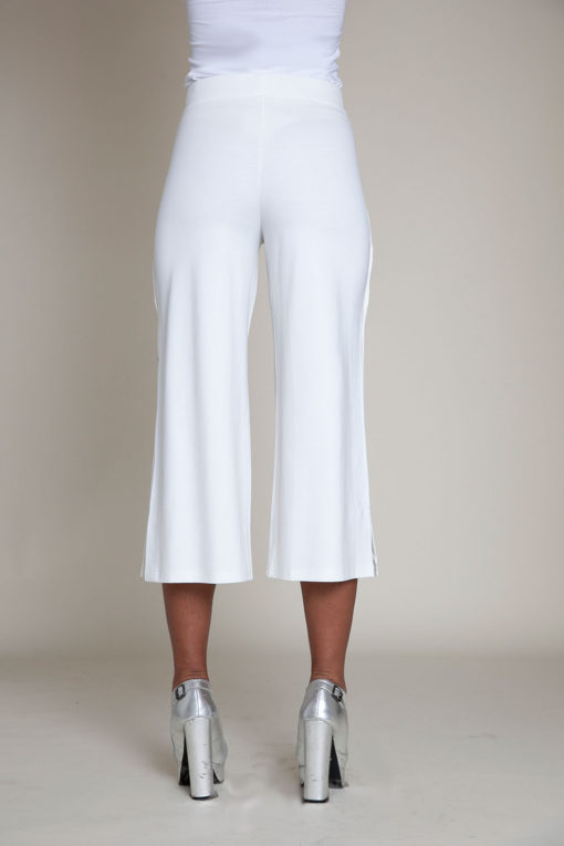 snap side white cropped pants- back