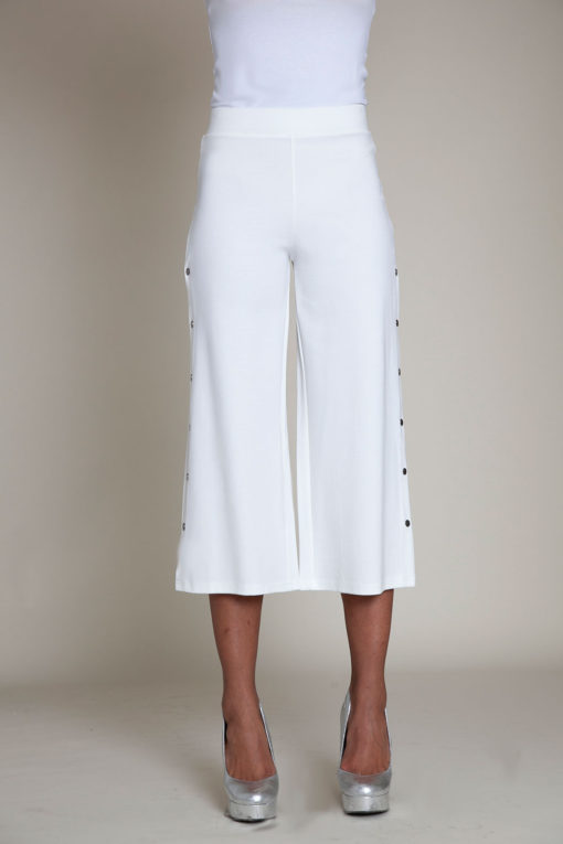 snap side white cropped pants- front