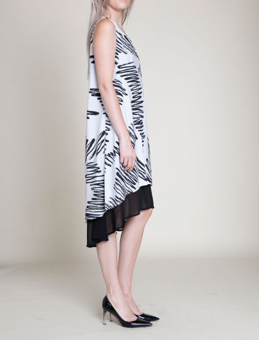 BLACK AND WHITE PRINTED SLEEVELESS DRESS- SIDE