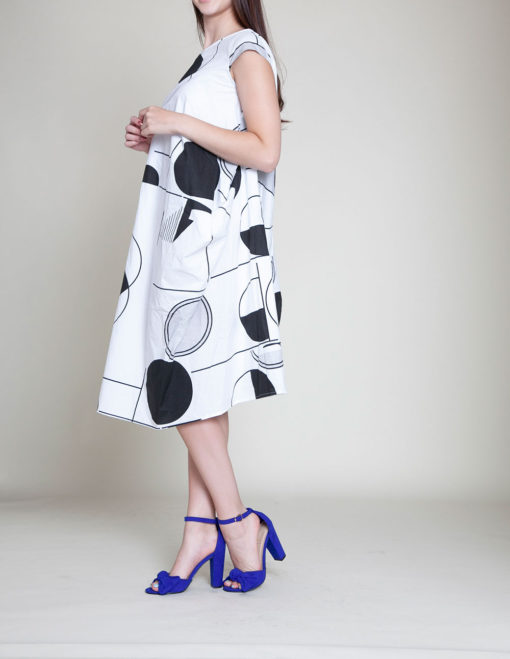 BLACK AND WHITE PRINTED DRESS- SIDE