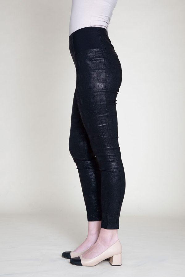 SHINY PRINTED BLACK LEGGINGS- SIDE