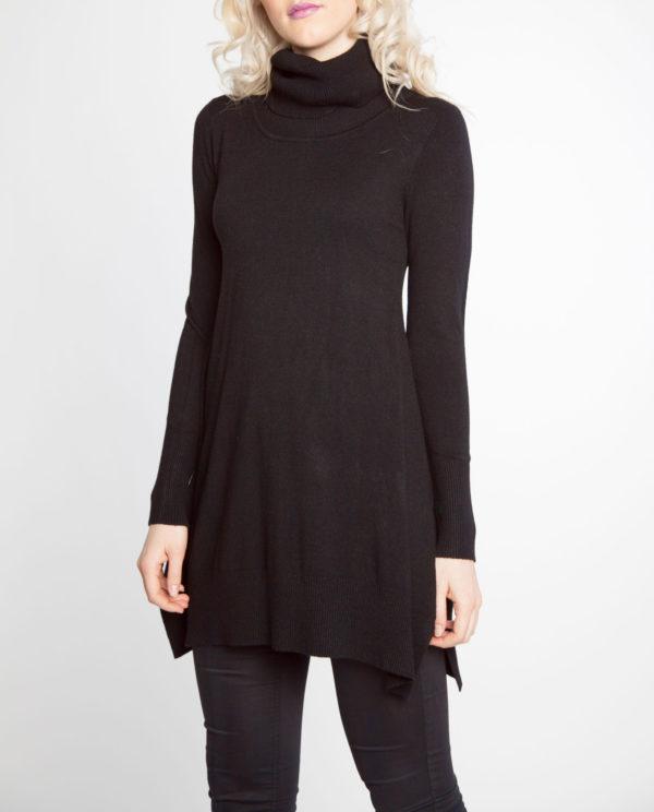 black OSFA knit turtleneck sweater- front