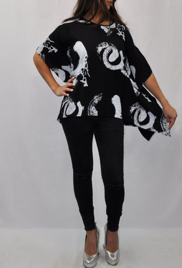 PRINTED ASYMMETRICAL OVERSIZED BLACK TOP- FRONT