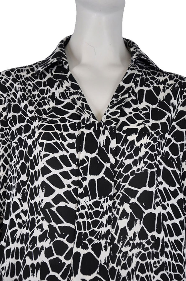BLACK AND WHITE PRINTED BELL SLEEVE TOP